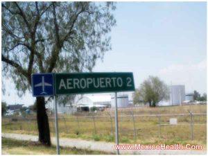 signboard-showing-way-to-the-guadalajara-airport