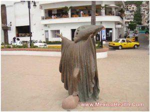 statue-puerto-vallarta-in-maxico